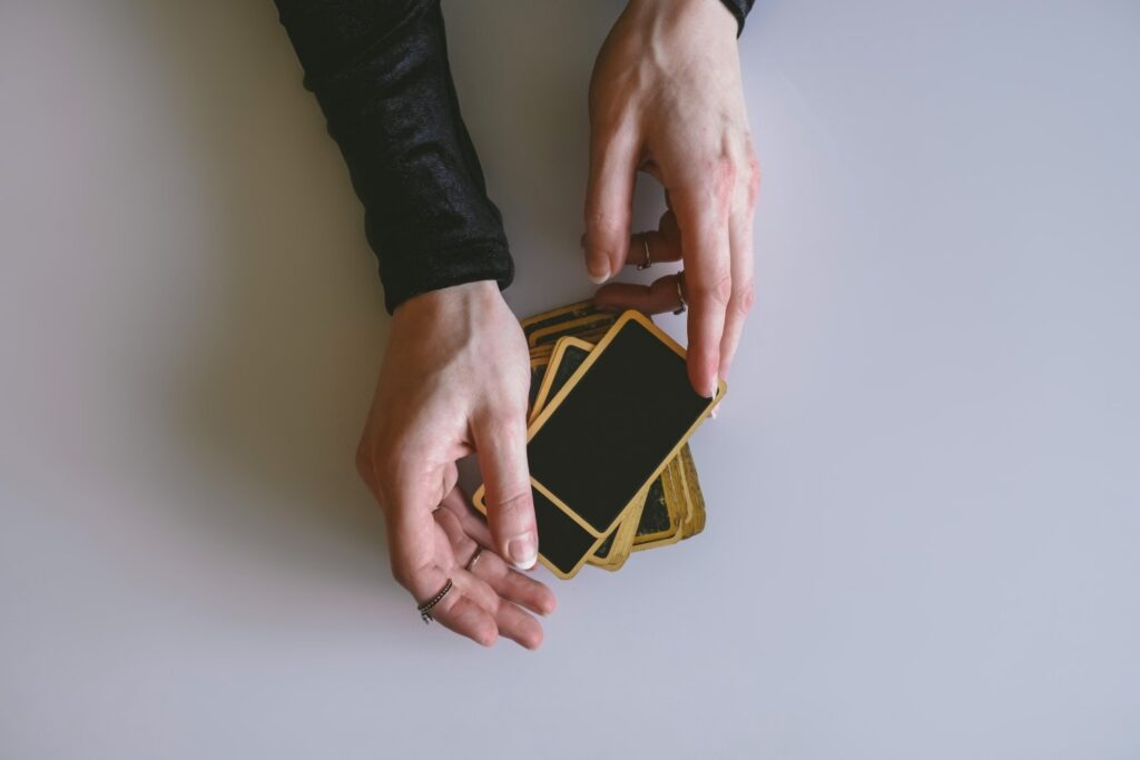 Love Tarot Card Reading shuffle