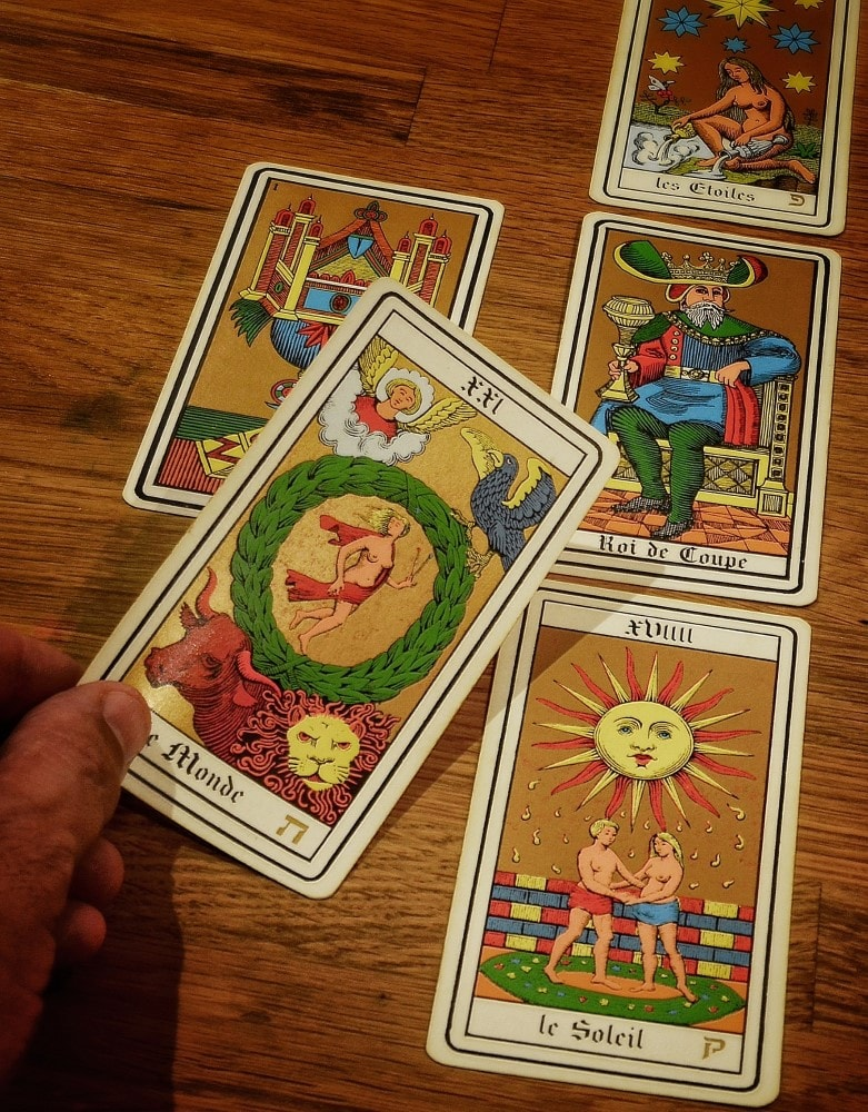 Love Tarot Card Reading cards